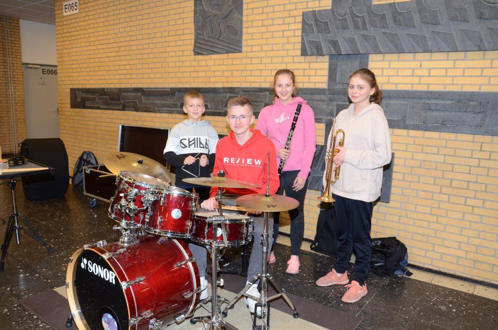Jannes, Hannes, Paula und Kimberly freuen sich auf musikalische Unterstützung!